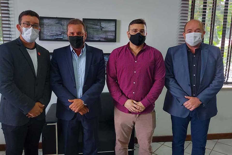 Hildon Chaves sanciona lei de coautoria de Edwilson Negreiros incluindo forças policiais no rol prioritário da vacina contra a COVID-19