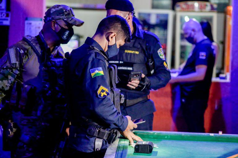 """Terceira noite da """"Operação Urgência"""" reforça medidas contra aglomeração para desacelerar o contágio do coronavírus"""