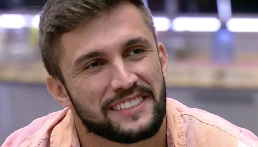 BBB21: Arthur leva punição por falar da situação financeira de Fiuk