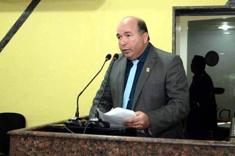 Prefeitura de Porto Velho atende pedido de Edwilson Negreiros e faz limpeza e encascalhamento no Três Marias