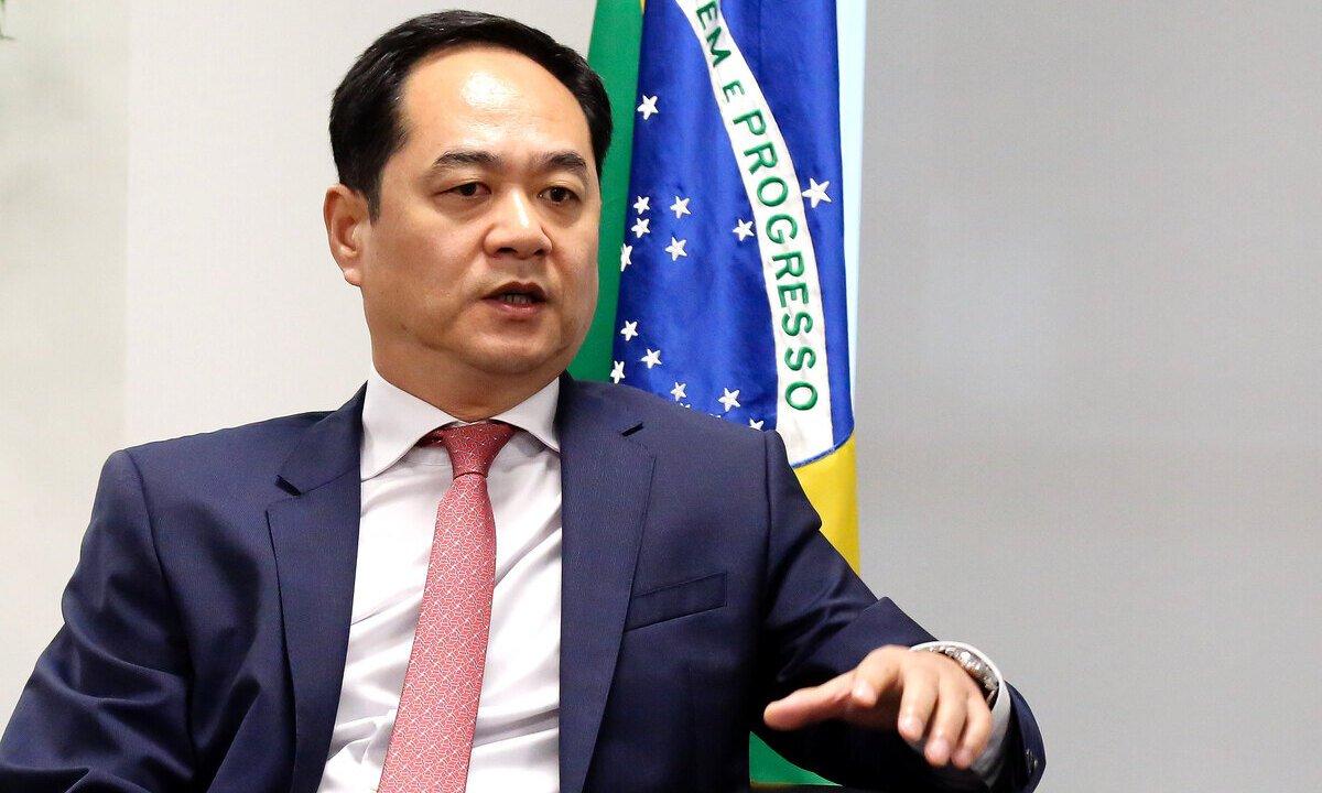 China alfineta Brasil por postagem que anuncia insumos 'do exterior'