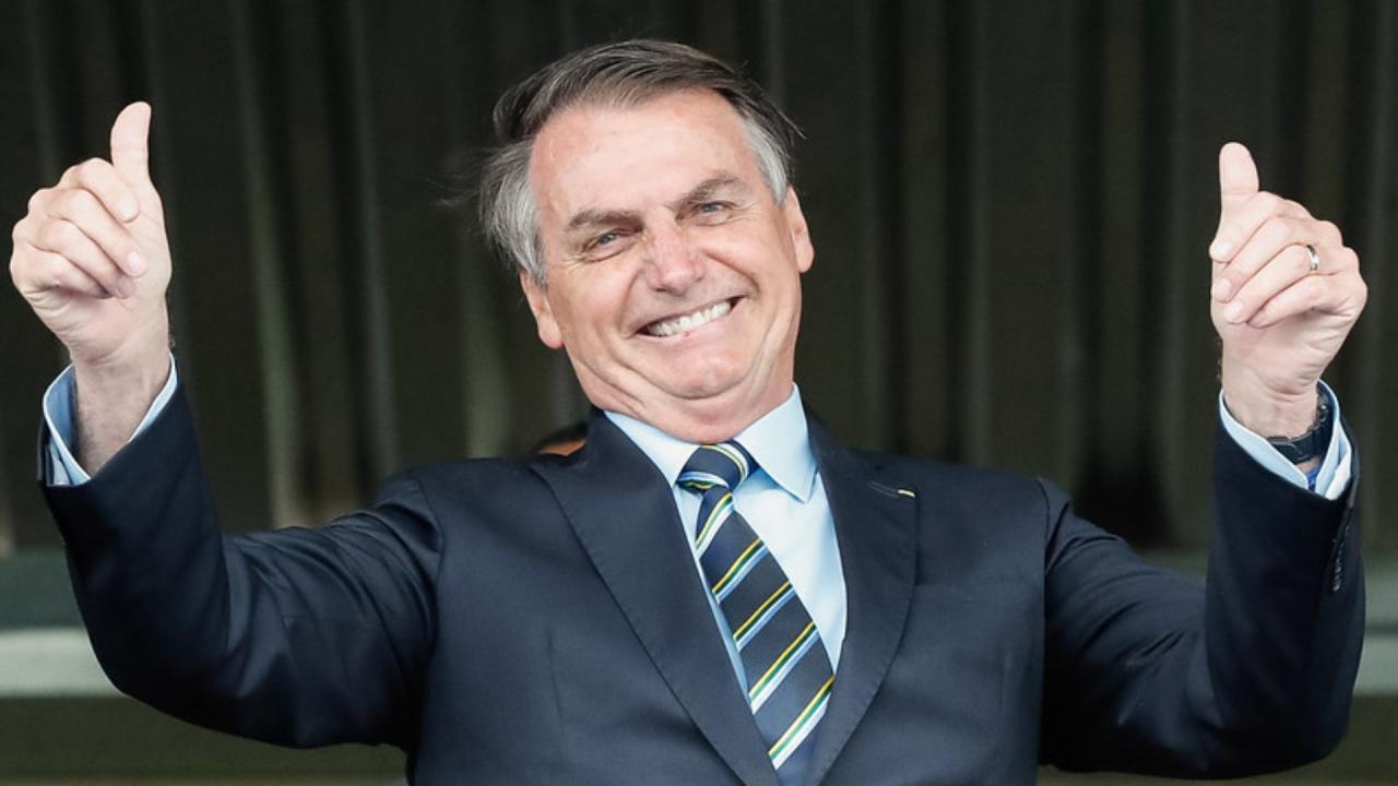 Bolsonaro diz que Pazuello 'foi muito bem', mas que CPI é 'vexame'