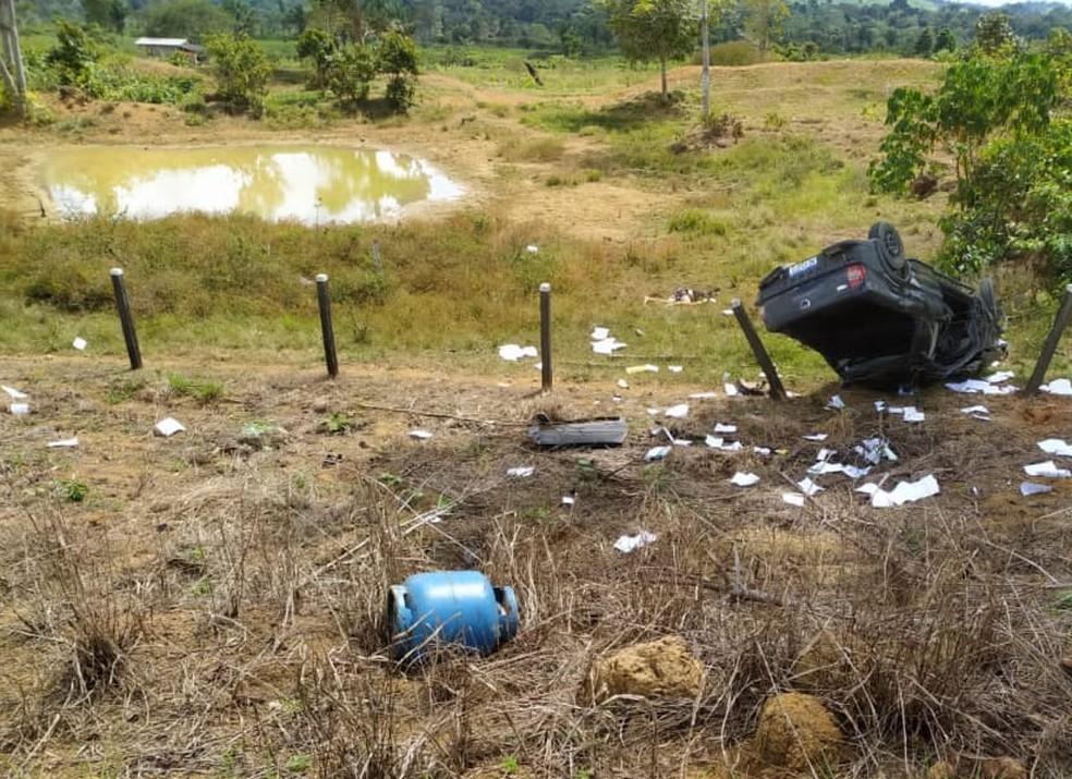 Jovem e adolescente morrem após carro cair em ribanceira na área rural