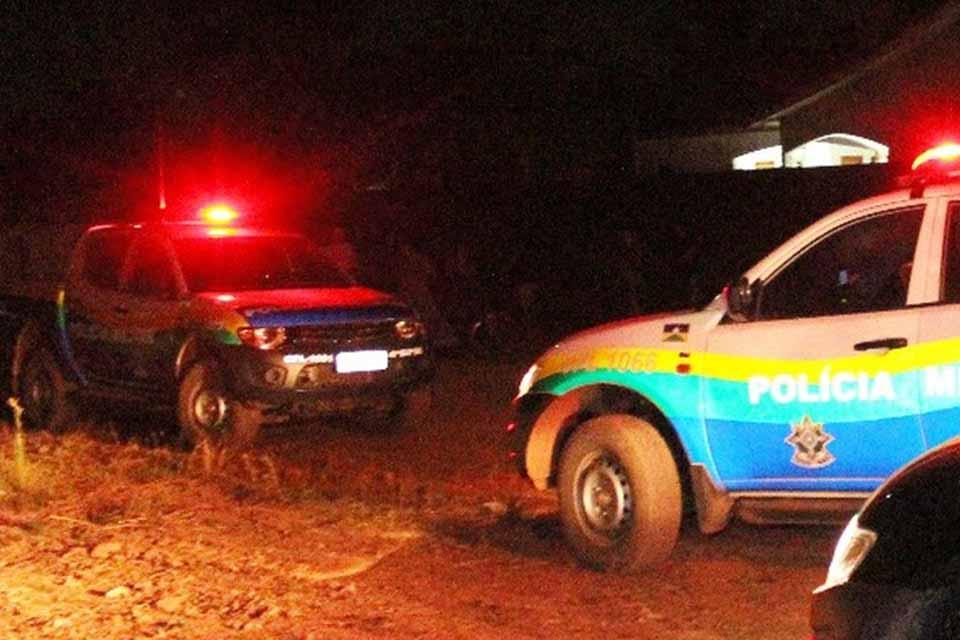 Ladrões são espancados e amarrados por populares na zona Leste