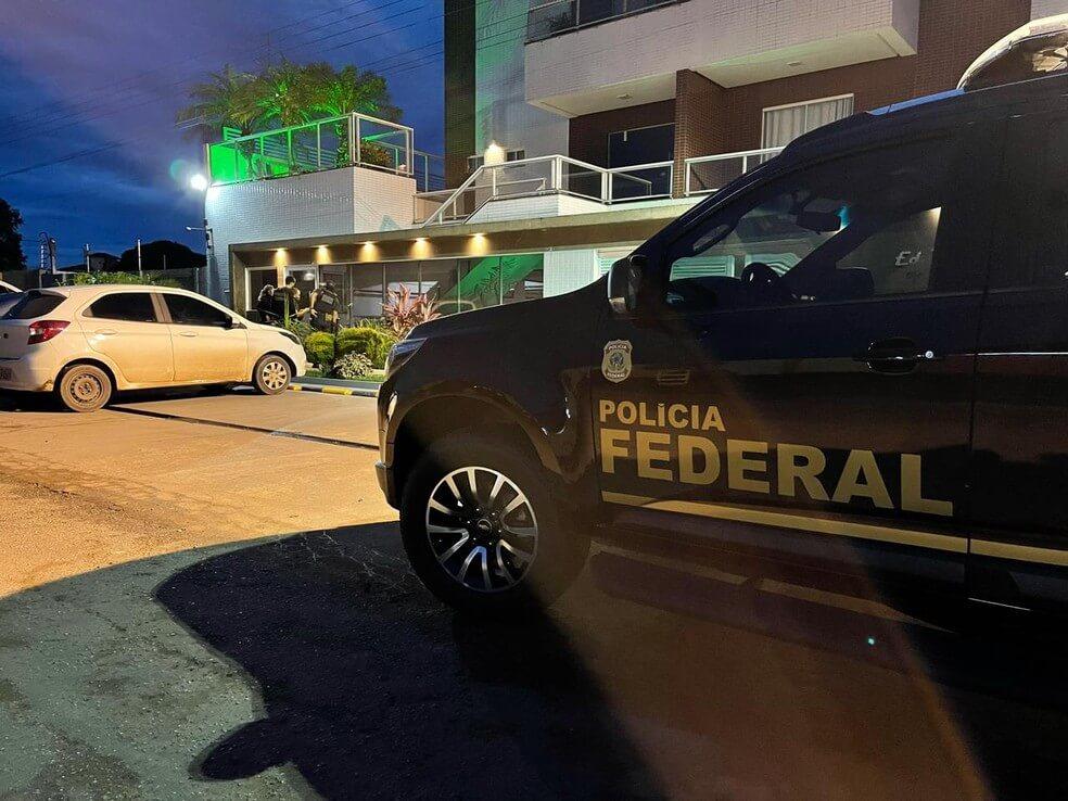 Polícia Federal investiga 'rachadinha' e compra de votos