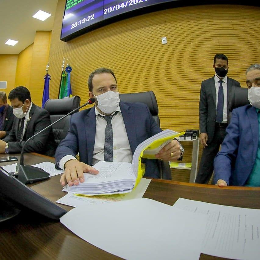 Presidente Alex Redano comemora sanção do governador à lei que altera áreas de reservas