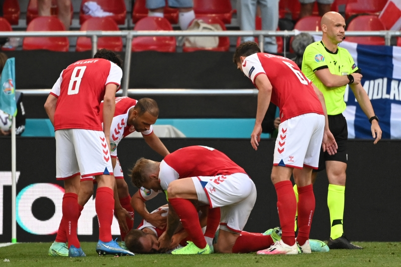 Jogador da Dinamarca tem convulsão no meio da partida na Eurocopa