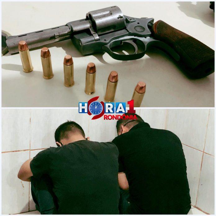 Dupla é presa com revólver após tentar assaltar mulher no centro de Porto Velho