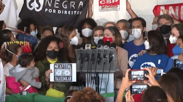 Entidades e políticos protocolam 'super pedido' de impeachment de Bolsonaro