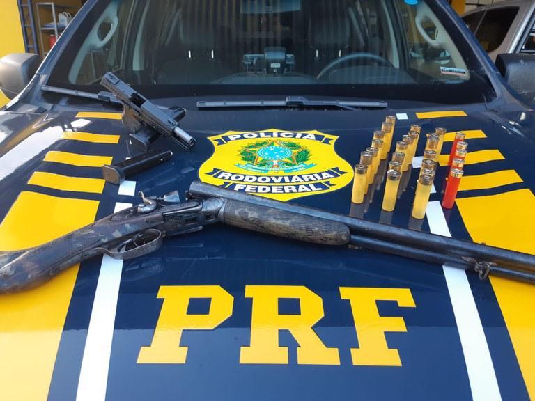 Em Vilhena/RO, PRF apreende espingarda e pistola transportadas ilegalmente