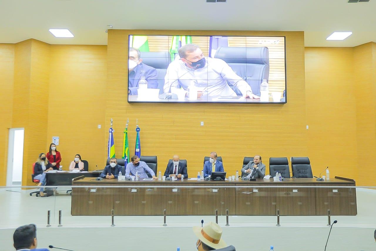 Deputados e prefeitos discutem dívidas de grandes empresas com o Governo do Estado