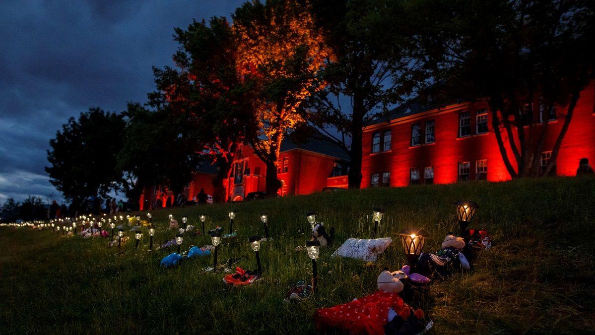 """Papa Francisco expressa """"dor"""" por 215 crianças mortas em internato católico do Canadá"""