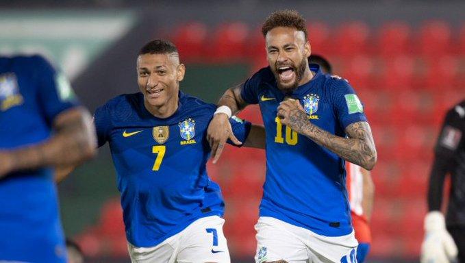 Seleção despacha Paraguai e é líder 100% nas eliminatórias