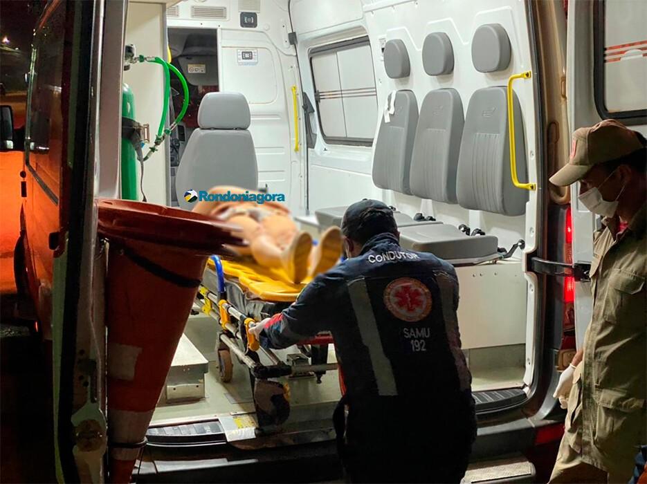 Motorista foge após deixar casal gravemente ferido