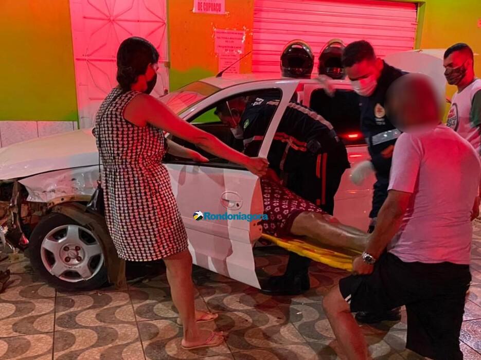 Mulheres são socorridas em estado grave após colisão frontal de carros na capital