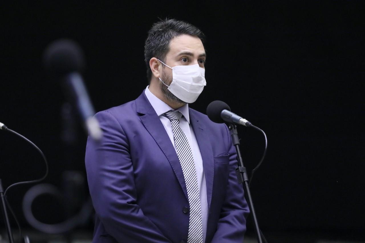 Léo Moraes denuncia fraude da 'crise hídrica' que aumentou conta de energia em 52%, e diz estar de mãos atadas