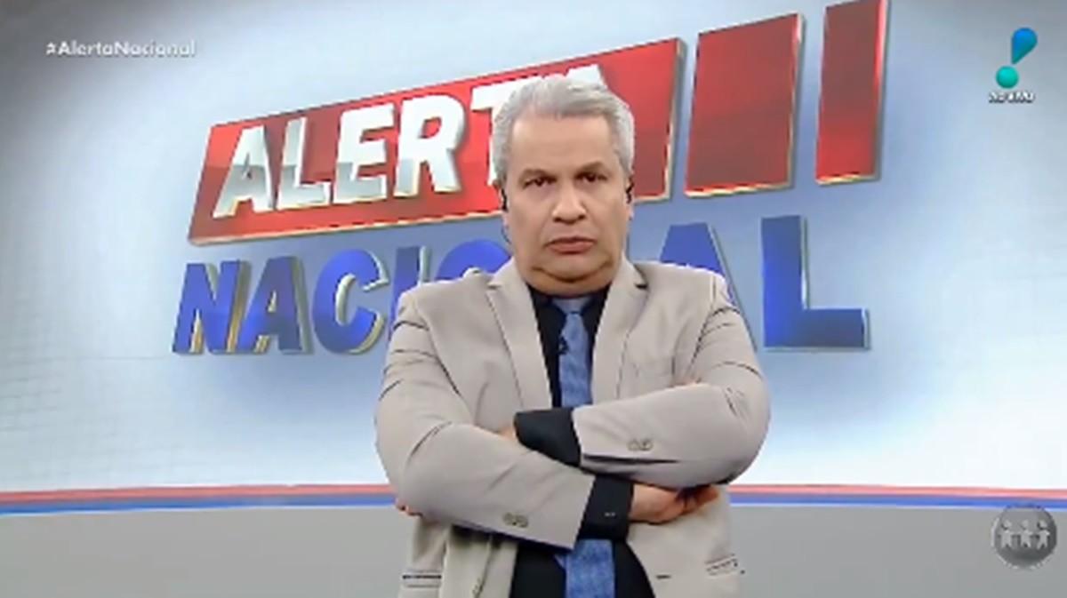 """Sikêra Jr. prestes a ser demitido após escândalo, posta indireta e choca com ameaça: """"Me aguardem"""""""