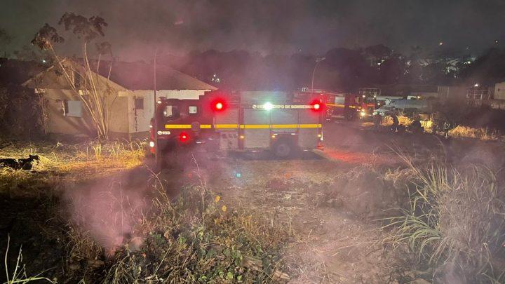 Fogo destrói vegetação próximo da Caerd e deixa funcionários e moradores da região preocupados