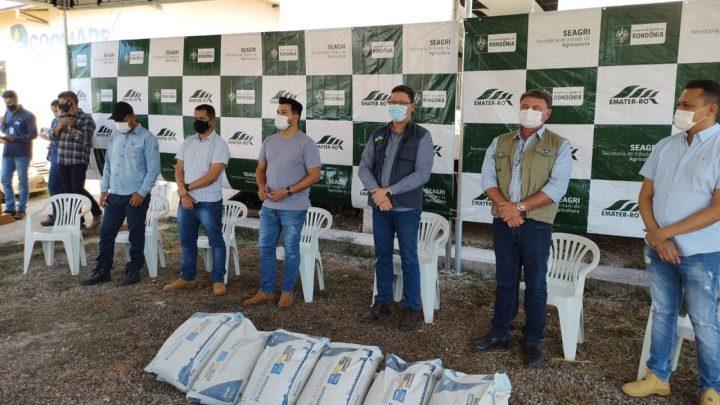 Cerimônia de entrega de calcário no Baixo Madeira; Emenda do deputado Marcelo Cruz