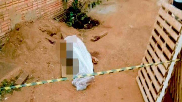 Pai e filho são presos suspeitos de matarem pedreiro a facadas em bar