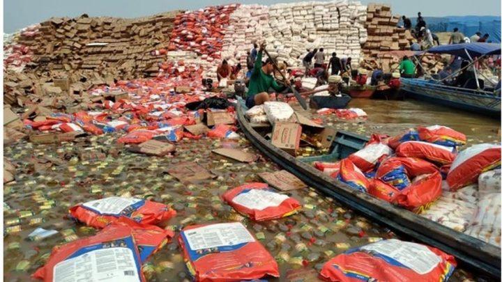Balsa com alimentos vira no Rio Madeira em Porto Velho