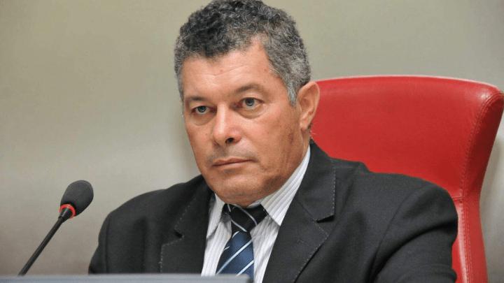 Presidente da Assembleia responderá a processo judicial se não deliberar sobre perda de mandato de Edson Martins, determina desembargador