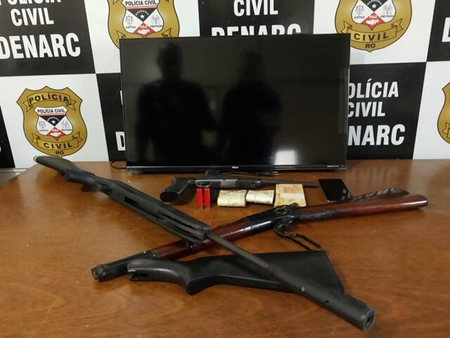 Cabeleireiro é preso com armas na capital