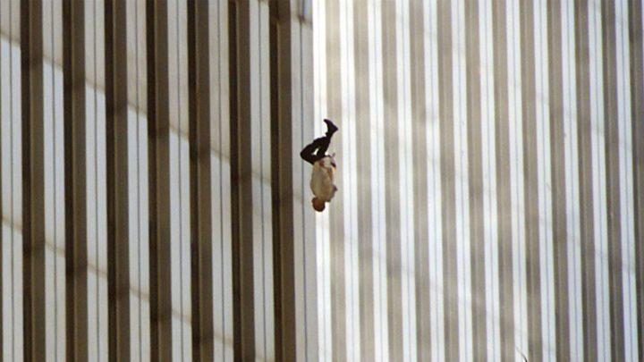 A história por trás de icônica imagem de vítima caindo de torre no 11 de setembro