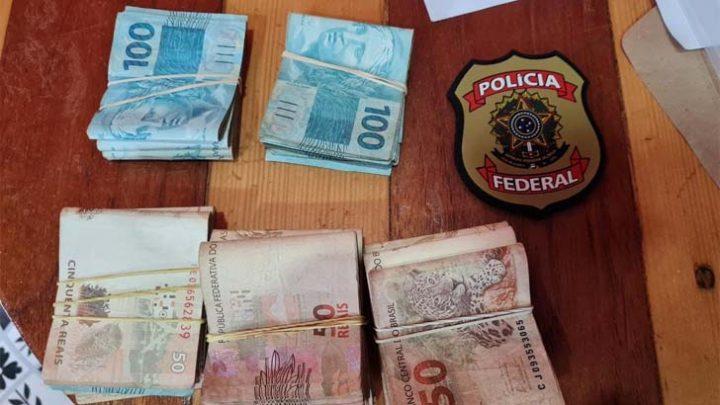 Polícia Federal cumpre 102 mandados judiciais em seis cidades para desarticular esquema criminoso de drogas