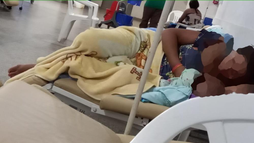 DESCASO: Pacientes infantis estão abandonados em cadeiras no Hospital Cosme e Damião em Porto Velho