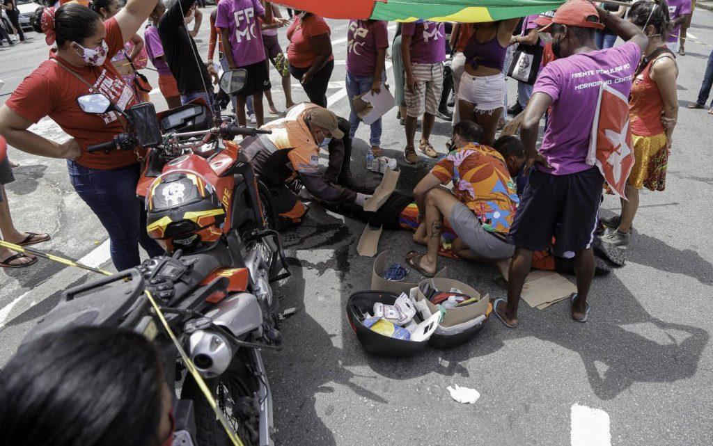 Manifestante atropelada em ato contra Bolsonaro no Recife teve fratura exposta e três convulsões